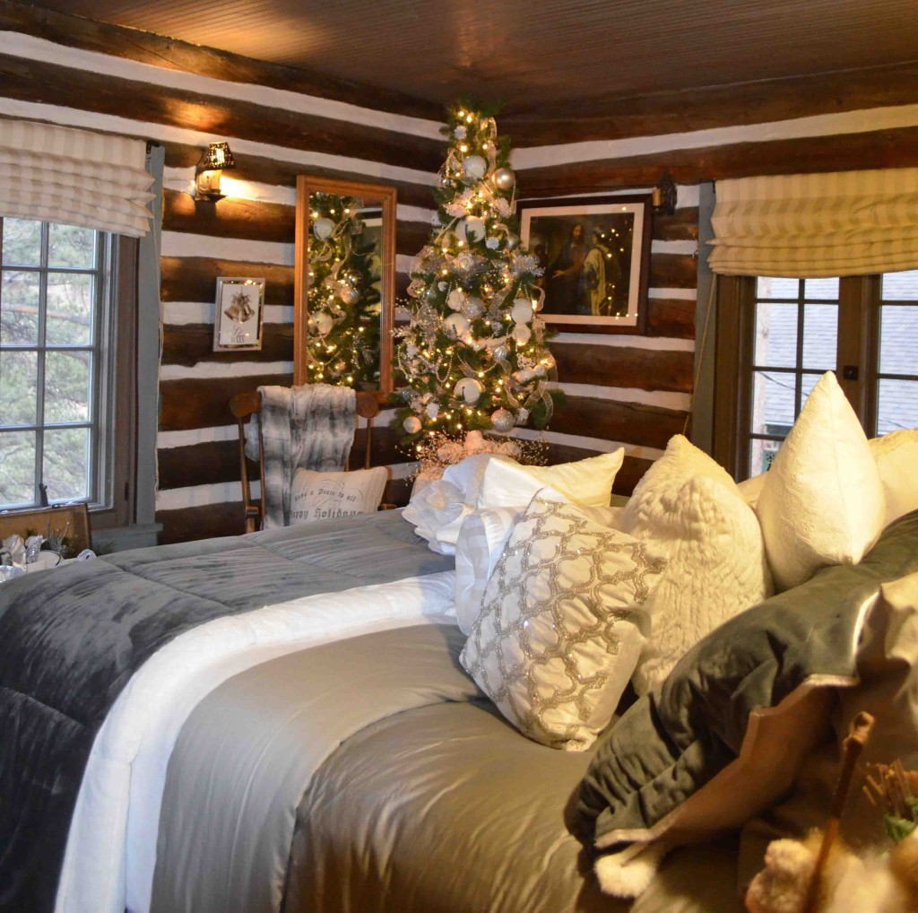 Linda Seger's Holiday Home Tour Bedroom