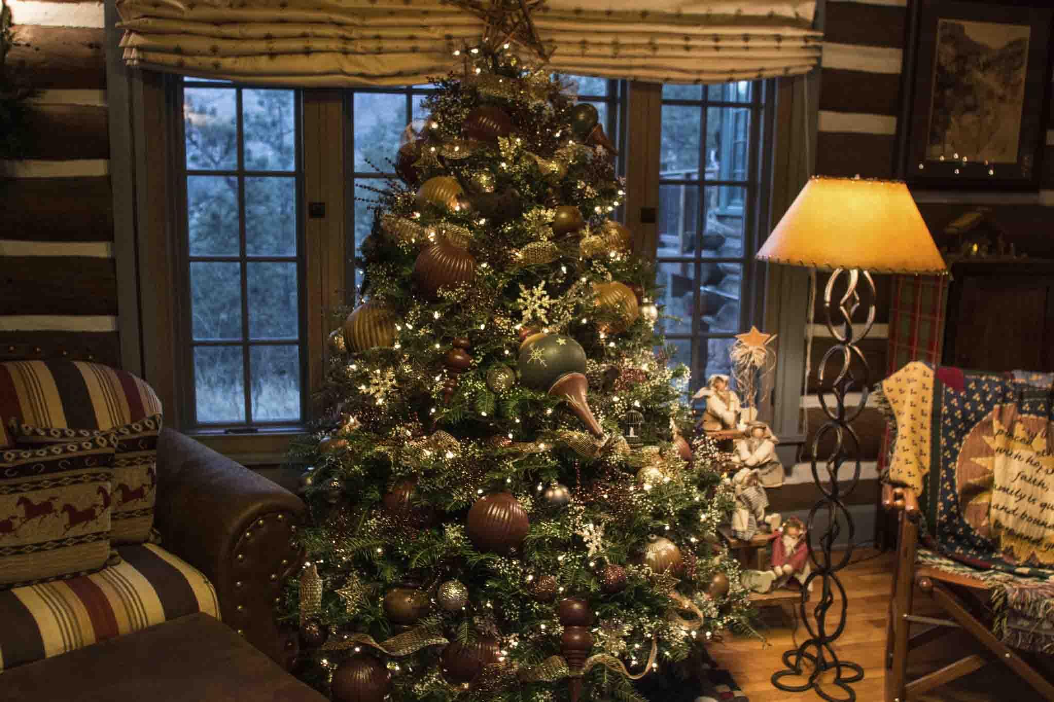 A Peek Inside Linda's Holiday Home