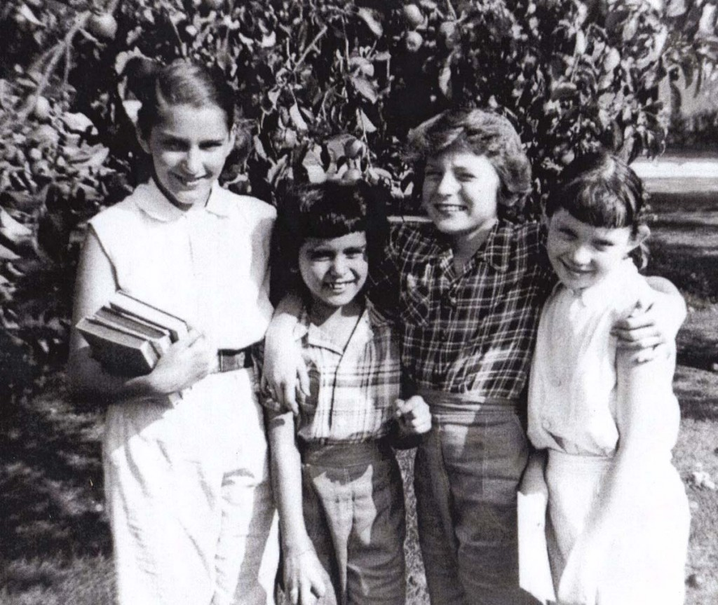 Linda Seger with sister Holly as children